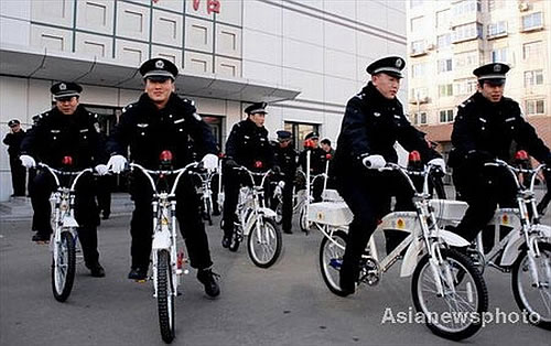 http://www.greenpacks.org/wp-content/uploads/2008/12/china-police-on-bicycles-1.jpg