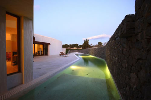 llorenc house 2 Llorenç House: Solar Passive Design Creates an Energy Conscious Green Bub