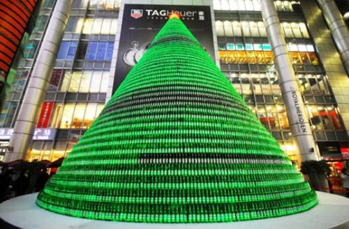 beer christmas tree 1 Chinese Make Christmas Tree From 1000 Beer Bottles