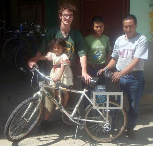student Built from scrap Bicibomba movil uses pedal power to transform lives