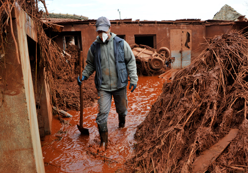 hungary toxic sludge Hungary Industrial Sludge Leak Pushes People to Suffer Zone