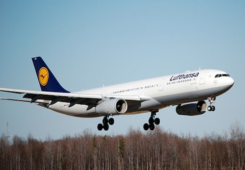 passenger flight    Lufthansa Plans Worlds First Biofuel Passenger Flight in 2011