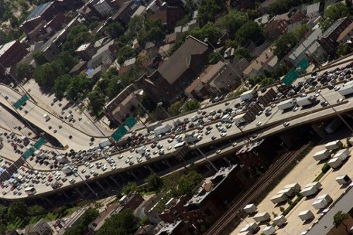 traffic Urban Traffic Causes People to Fill an Extra 3.9 Gallons of Fuel