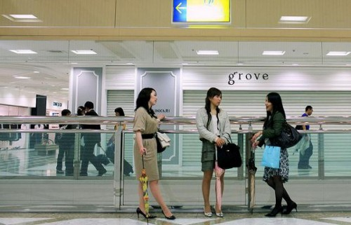 saveenergy Japanese Workers to Shun Suit for Casual Wear to Save Energy