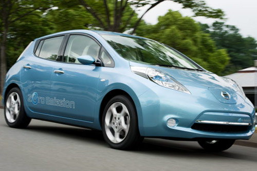 nissan leaf Nissan Leaf Charges Up With SunPower