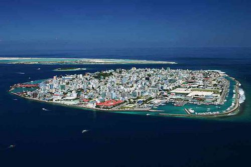Maldives Capital Maldives Stays on the Brink; Looks at Moving Homeland Down Under