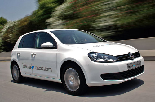 golf blue VW All Electric Golf E to Roll Out in Late 2013