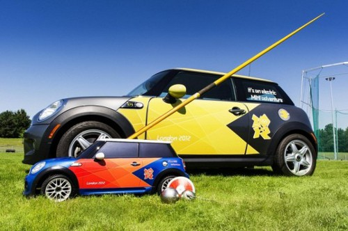 2012 Olympic Remote Control Minis 537x357 BMW Provides Remote Controlled MINIs for the London Olympics