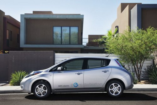 NISSANLEAF Nissan Donates Leaf Vehicles, Charging Stations to Tennessee University