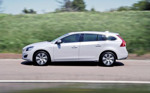 car14 Volvo to Up Production of V60 Plug In Hybrid