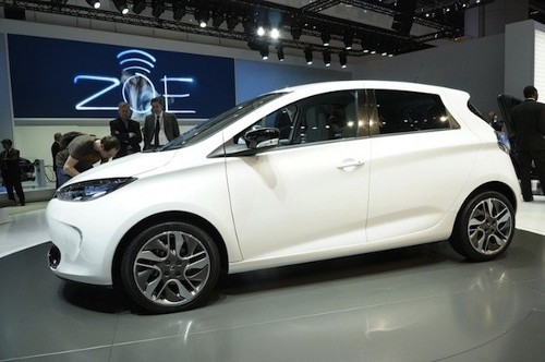 renaultzoe Renault Offering Free Home Charging Station to Zoe Buyers