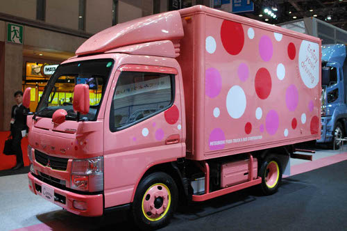Mitsubishi Mitsubishi Fiso Canter Hybrid Comes Dressed in Pink and Polka Dots