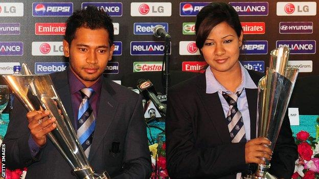 Bangladesh captains with the World T20 Trophy Bangladesh vs West Indies T20 World Cup 2014: Cricket live streaming info, score and highlights