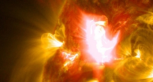 Graceful Solar Flare captured by NASA Celestial Fireworks: Amazing Video Of A Graceful Solar Eruption from NASA!